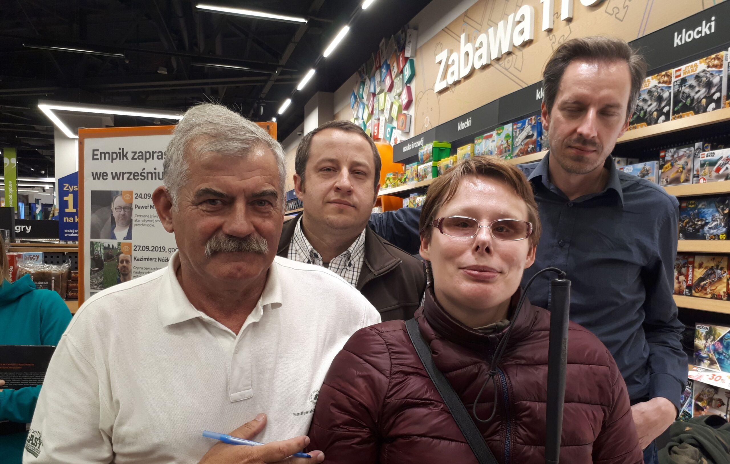 Na zdjęciu Stasia z Kazimierzem Nóżką, Marcinem Sceliną i Maciejem Kozłowskim